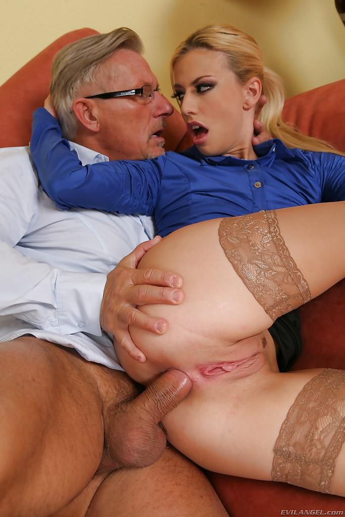 Анальный Секс Молодых С Пожилыми